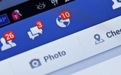 """Raffica di cause contro Facebook: """"Controlla illegalmente le chat"""""""