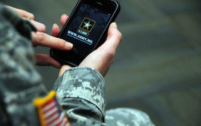 """Ufficiale Nato: """"la Russia sta prendendo di mira i nostri smartphone"""""""