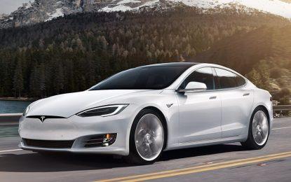 """Tesla apre ai test di hacking. """"Se l'auto si blocca, la ripristiniamo"""""""